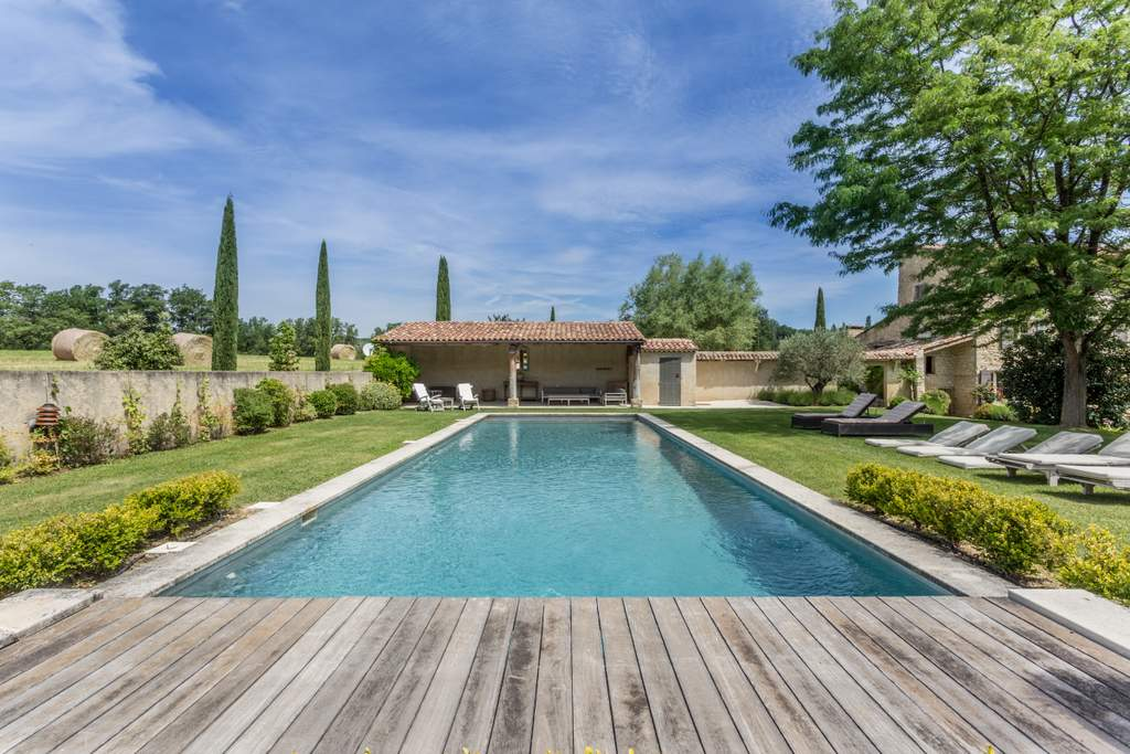 pool in the luberon provence jdv holidays south of france